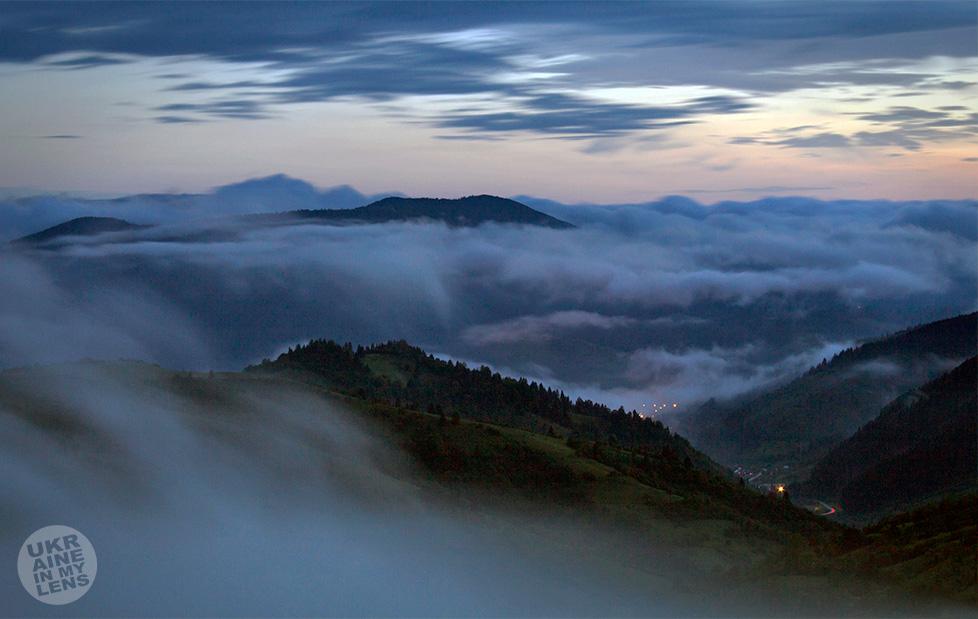 Засыпают синие горы