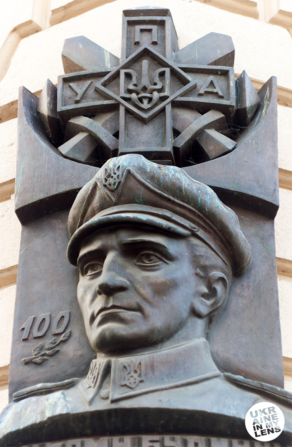 Мемориальная доска Роману Шухевичу