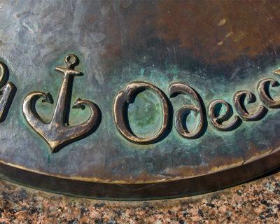 Памятник «Я люблю Одессу» (якорь-сердце)