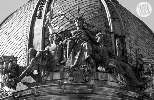 Статуя свободы во Львове