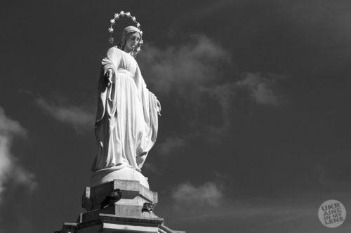 Скульптура Богородицы