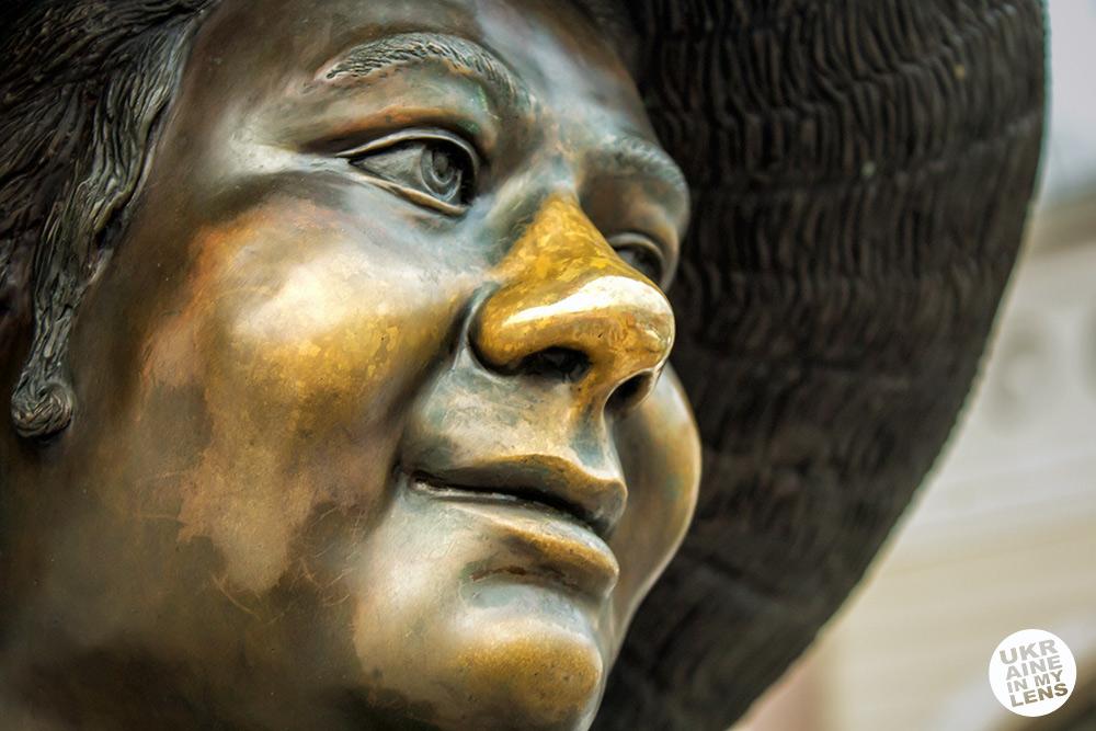 Памятник Тете Соне на Привозе