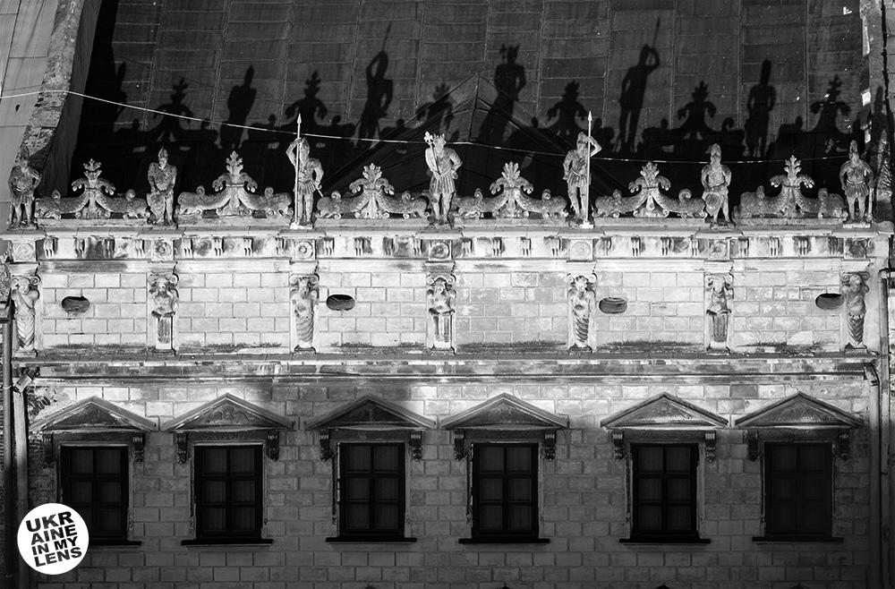 Тени на крыше