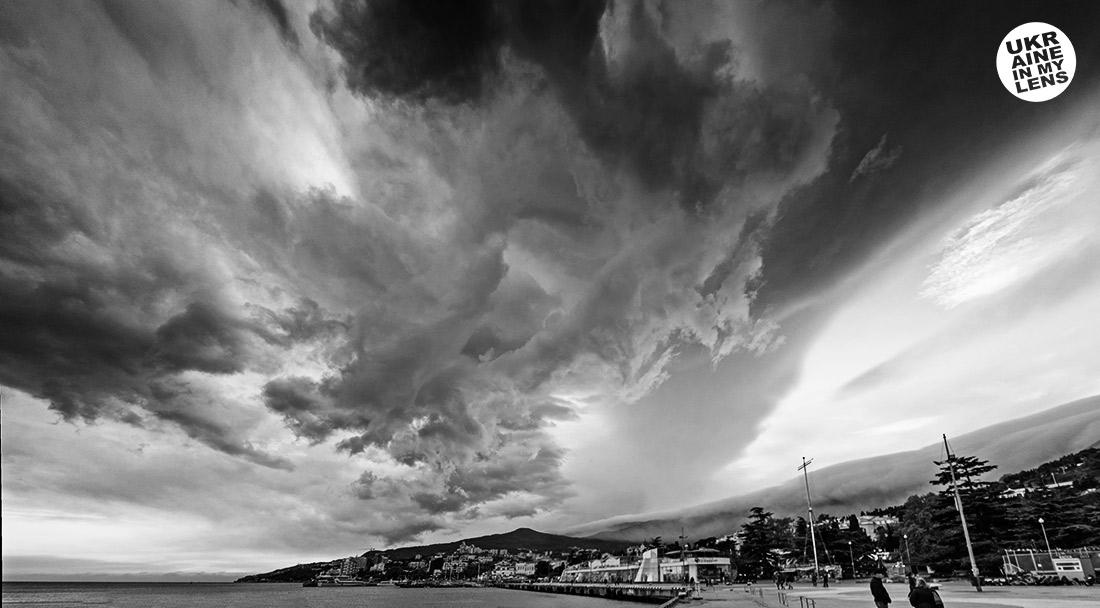 Драматическое небо над Ялтой