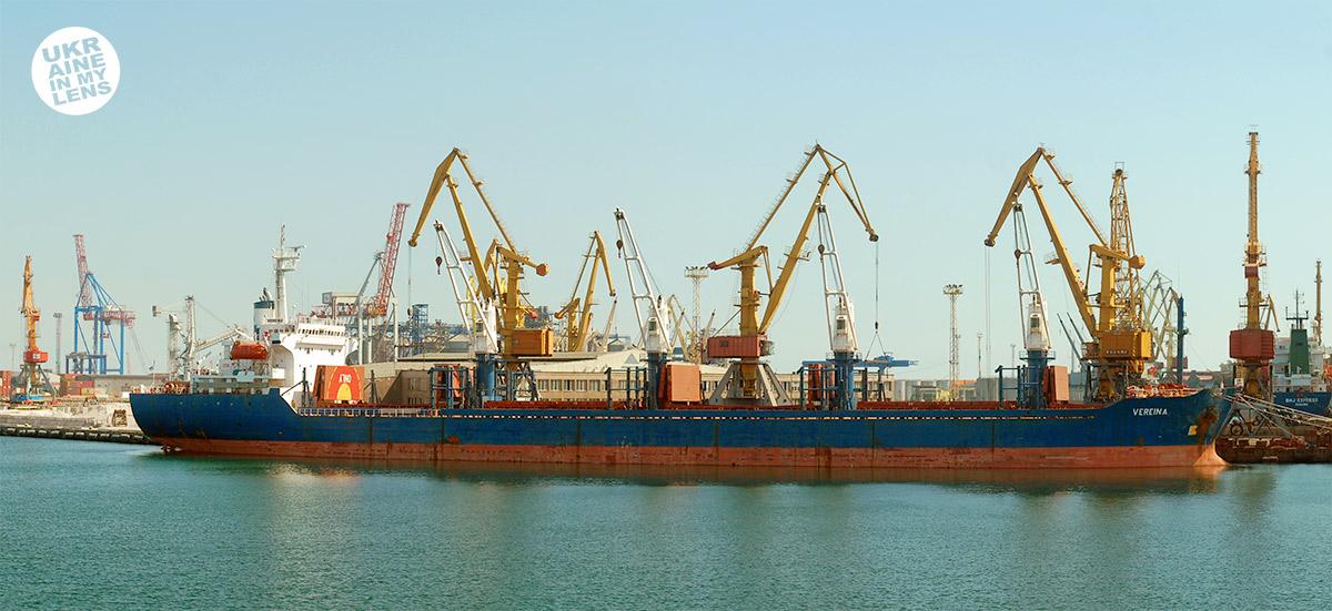 Грузовые краны Одесского порта