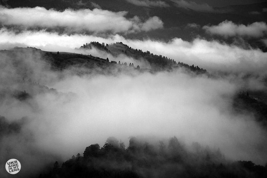 Туман над горами в Карпатах