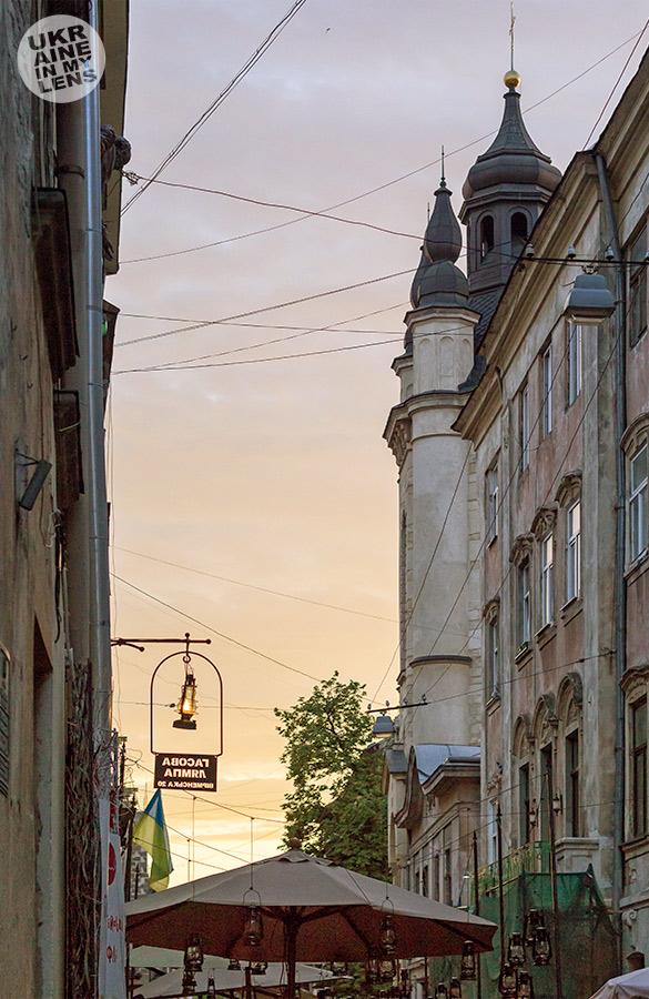 Гасова лямпа. Памятник изобретателям керосиновой лампы