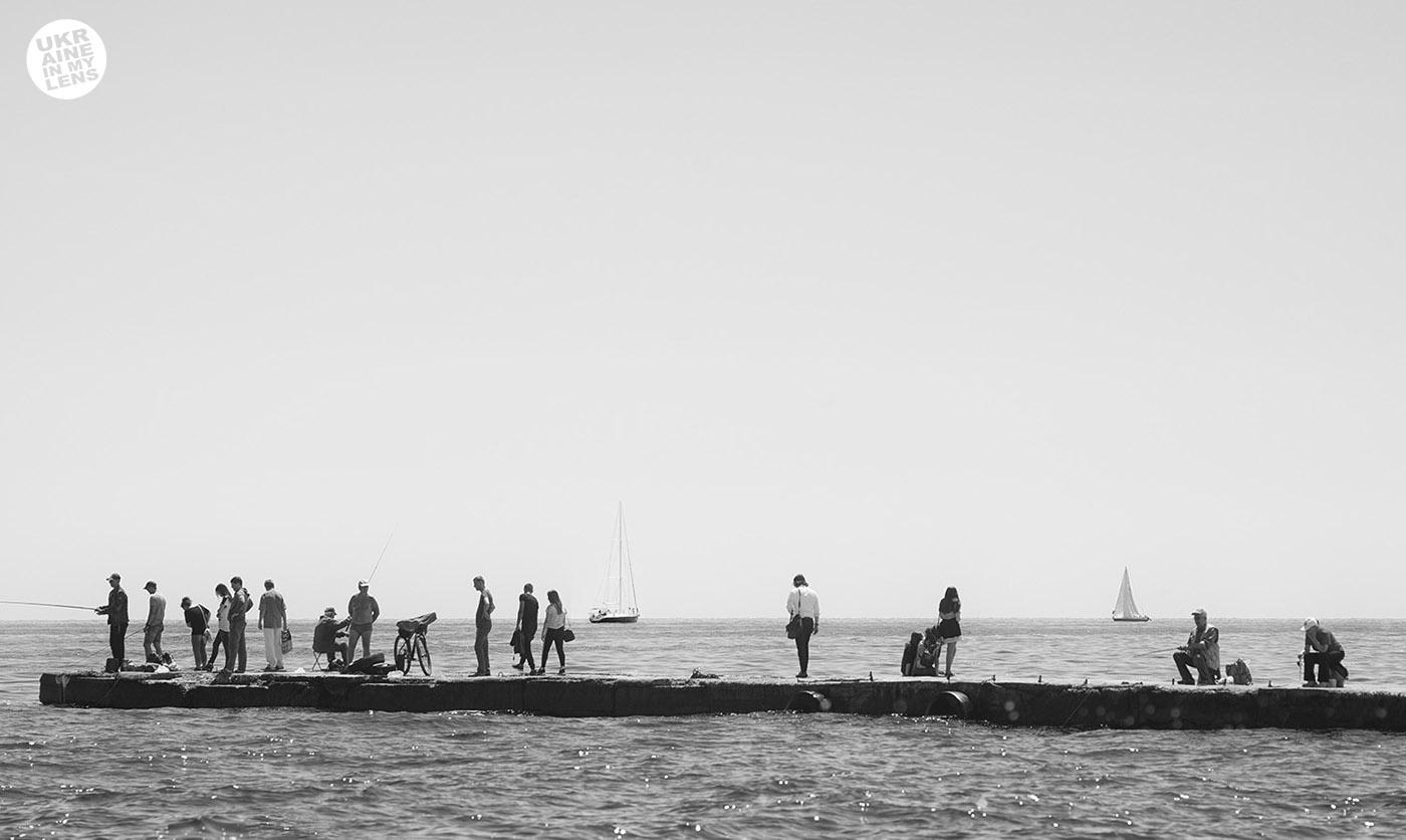 Фото Одессы 2018. Рыбаки на пирсе