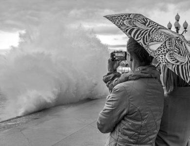 Наблюдая за бушующим морем