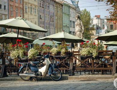 Летняя терраса возле Дианы на площади Рынок