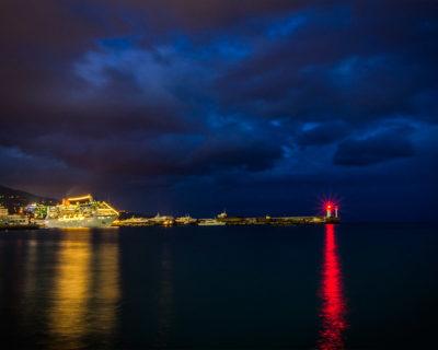 На свет ночного ялтинского маяка